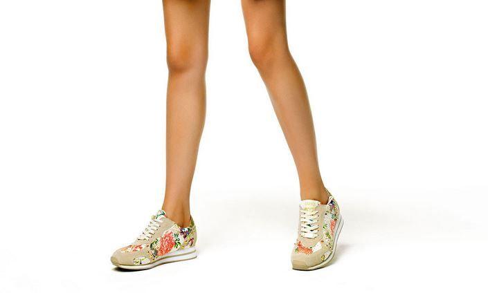 Liu Jo Scarpe: la Collezione primavera estate 2015 ci vuole comode, colorante e scintillanti Liu Jo scarpe collezione primavera estate 2015 sneakers fiori
