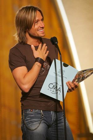 A special moment.  First big CMA award - Male Vocalist, 2004. No, Keith, you're not just rounding out the category. :-)  (hk)