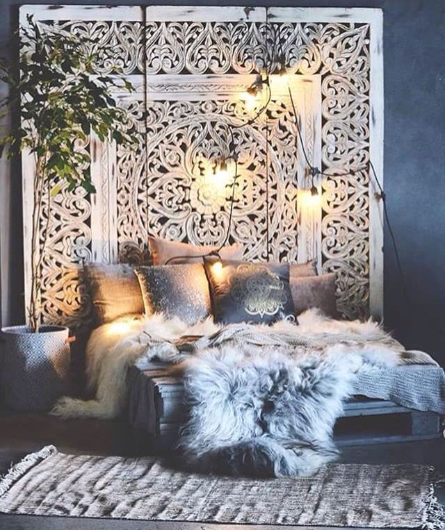 Boho bedroom furs gawd do i ever love this lush bohemian chic bedroom the wonderful and large scale architectural piece that acts as a headboard makes me