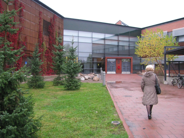 External entry to Kaakkuri School. Oulu - attractive enfolding entrance with beautiful trees.