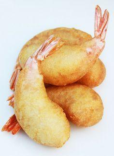 Les Beignets aux Crevettes -24 grosses crevettes ou gambas -180g de farine (j'ai pris de la T55) -120g de fécule de blé (ou de pomme de terre) -1/4 de cuillerée à café de sel -250g d'eau bien froide -2 sachets de levure chimique -huile pour friture