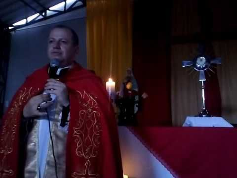MILAGRO EUCARISTICO QUE LE SUCEDIO A MONSEÑOR DAVID CANO TORRES