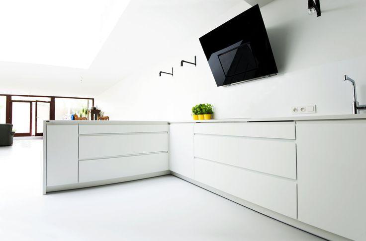 Meble na wymiar Katowice / Mysłowice  Biała kuchnia nowoczesna , total white , wnętrza , szerokie szuflady , Blum , klasyczne , proste , elegancka , biały lakier , meble na wymiar