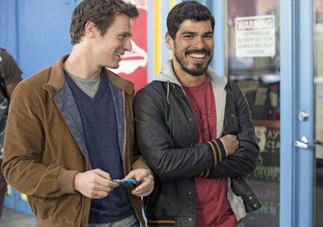 This Close, la serie con un protagonista gay y sordo