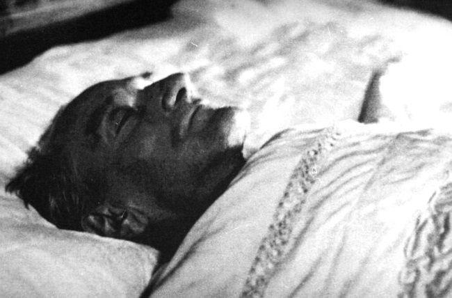 Atatürk'ün Ölümü ve Cenazesi Hakkında Bilinmeyenler - http://www.bilgi-ustam.com/ataturkun-olumu-cenazesi-hakkinda-bilinmeyenler/