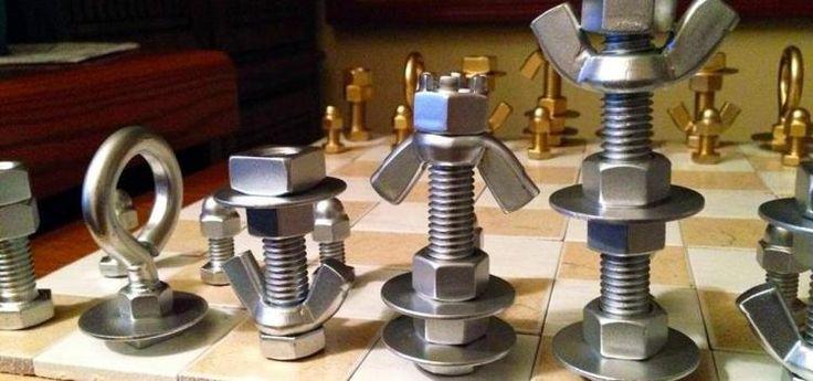 Шахматы из всякой металлической всячины
