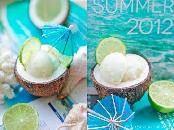Что может быть лучше в жаркий летний день, чем стаканчик ледяного сорбета, в котором нежный кокосовый аромат гармонично сочетается с кислинкой лайма? Правда, жара…