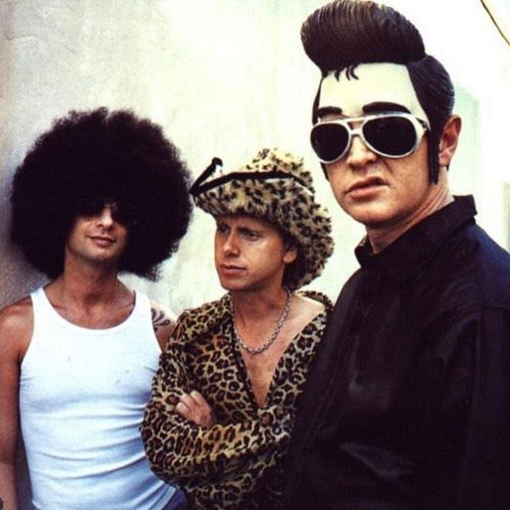 365 отметок «Нравится», 2 комментариев —  Depeche Mode Appreciation  (@behind_the_wheel_7) в Instagram: «Depeche Mode photographed by Anton Corbijn in 2001.  .. {#davegahan #martingore #andyfletcher…»