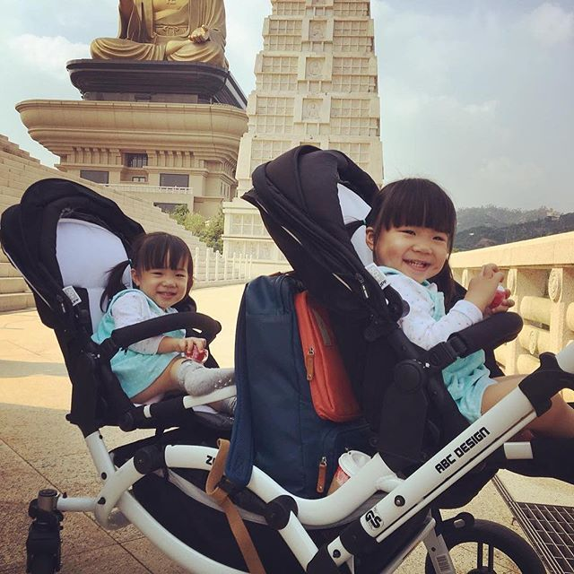 Thanks @kuochunchun  #abcdesign #thinkbaby #twins #twinstagram #twinsister #twinsisters #twingirls #girls #tandem #abcdesign_zoom #zoom #double #pushchair #stroller #kinderwagen #pram #siblings #kids #children #instagood #photooftheday #traveling #sightseeing #strolling #happy #smile