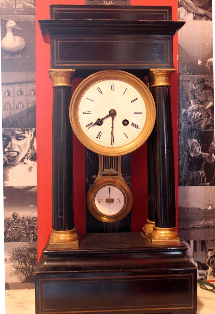b&b Gli Specchi - the grandfather clock