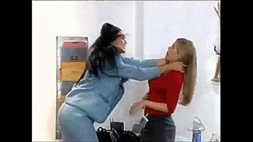 A pesar de lo abusivas que eran con ella.   18 Razones por las que Patricia Fernández era el mejor personaje de Betty La Fea