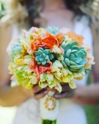 Wedding bouquet with cut echeveria. Do you like it? I do! #cut #echeveria #wedding #succulove #succulover #instaplant #bouquets #florist #somethingdifferent #ido #cactuslover #inspiration by cactus_succulent_ubink