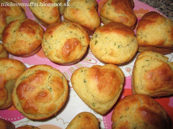 Ďalšie obľúbené recepty: Korenisté tekvicovo-syrové muffiny Syrové muffiny s cherry paradajkami Syrovo-šunkové muffiny Pozrite si ako sa vyrába mrazená pizza vo veľkovýrobe Milované tradičné dezerty zdravo a chutne Králik pečený na víne s cesnakom a bylinkami Tipy na čokoládové ozdoby Macíkové muffiny zo sviežich citrusov Na pive pečená krkovička s cesnakom a bylinkami Očakávaná NajKuchárska  …  Continue reading →