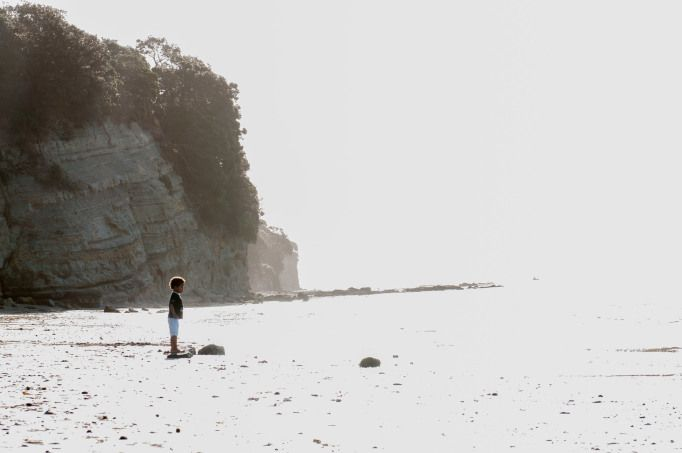 Little boy on the beach | In front of the ocean | Overexposure | Child photography