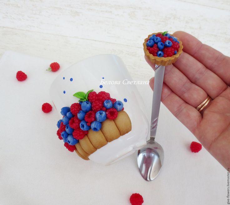 Купить Кружка и ложка тарталетка с ягодами - синий, кружка с декором, кружка с тортом, вкусная кружка