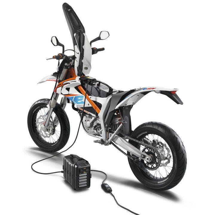 ktm freeride e sm charging moto pinterest ktm motorcycles motorcycle design and electric. Black Bedroom Furniture Sets. Home Design Ideas