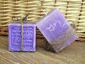 Naturalny zestaw LAWENDOWE LOVE: Mydło Marsylskie Lawendowe & Świeca zapachowa SPA (Soap Marsilian Lavender & Aromatic Candle Lavender)