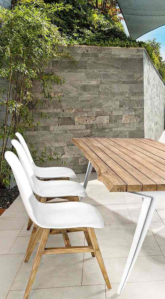 Moderne Gartenstühle weiß - Stapelsuhl Talis von Bizzotto mit wunderschönem Gestell aus Teakholz: https://www.garten-und-freizeit.de/bizzotto-talis-stapelstuhl-kunststoff-teak.html