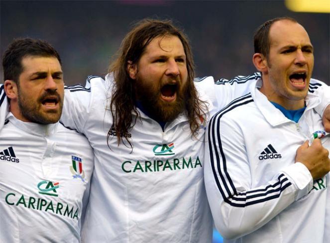 Cantando el himno de Itali