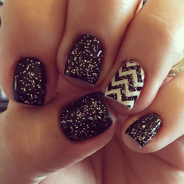 Black and white chevron gel nails