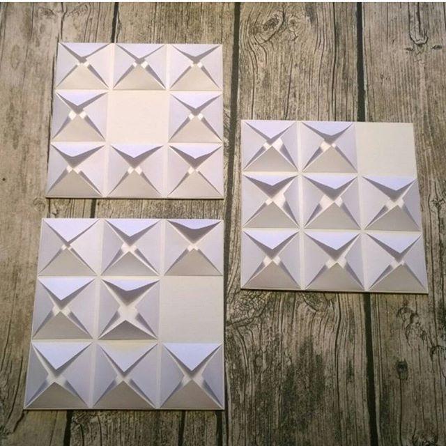 Tre st tavlor där jag klippt och sen vikt vanligt kopieringspapper och limmat på canvas. 😊👍 #panduropyssel #pysselutmaningoktober #pyssel #tavla #101nyaideer #pysslat #canvas #limma #vika #papper #papperspyssel
