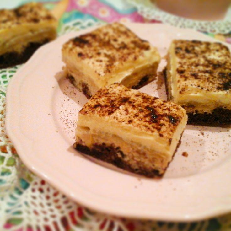 Almás krémes sütemény