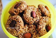 Αφράτα κουλουράκια ολικής αλέσεως με βρώμη και σουσάμι ,χωρίς ζάχαρη. Συνταγές για διαβητικούς Sofeto Γεύσεις Υγείας.