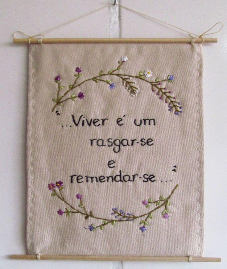 **MODELO EXCLUSIVO ARTE E OFÍCIO ATELIÊ**    Feito com tecido 100%algodão, bordado à mão.  [frase-inspiração] atribuída à Guimarães Rosa.    criação: Solange Nunes
