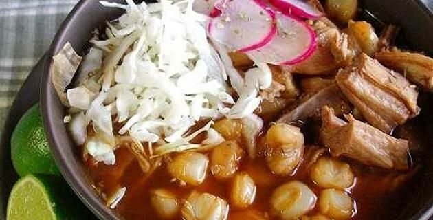 Receta para preparar un rico pozole . Un rico pozole siempre es bienvenido en la mesa de todo mexicano. ¡Sigue esta receta para prepararlo tú mismo!