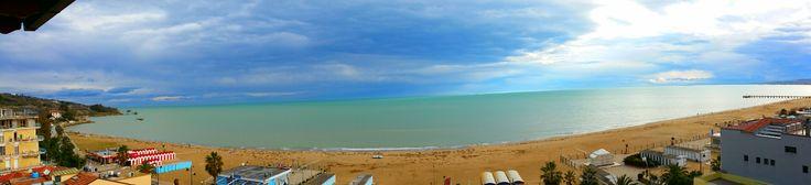 Vasto Marina #mare #spiaggia #beach #sea #sky #abruzzo #paesaggio #amazing #landscape #nature #vasto #vastomarina #relax #stunning #colors #italia #italy #adriatico #profumodelmare #suonodelmare #vivoabruzzo #pontile #panorama