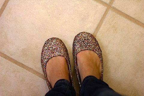 Make your own glitter flats....what shoe person wouldn't love this?