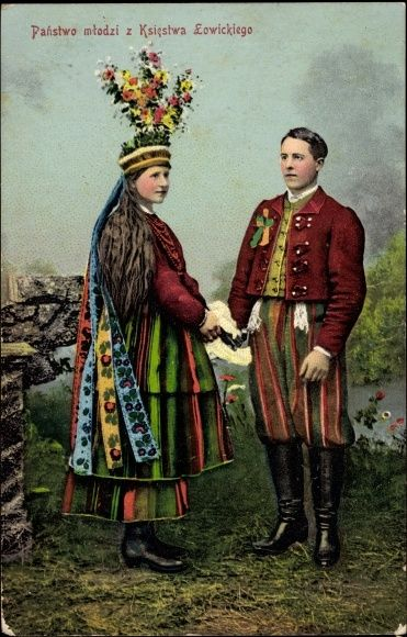 Poland - vintage postcard: bride and groom from Łowicz