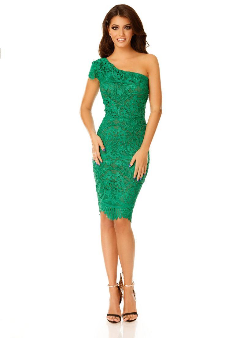 Confecționată dindantelă brodatăîn tonuri proaspete de verde, cu un design extrem de ingenios și atractiv, rochia midi de searăSofiaflatează orice tip de siluetă. Croiala în stil conic, care ur…