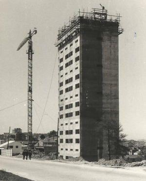 Grupo de Vivendas para Unión Fenosa | José Antonio Corrales Gutiérrez e Joaquin Basilio Bas | Vigo (1963) | Fase de obra