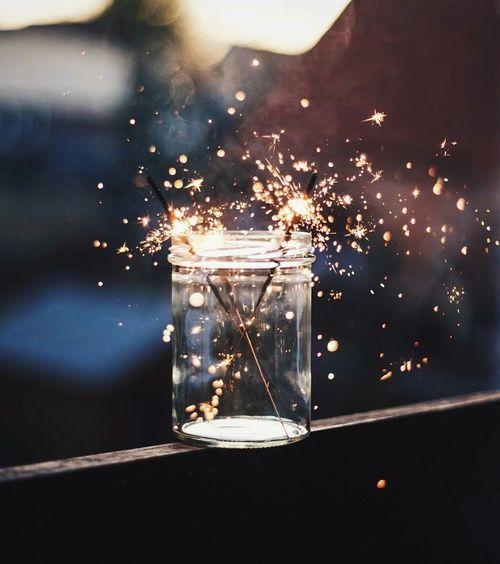 Ideia de fotografia com velas de estrelinhas. Colocar em um pote de vidro na contra luz.