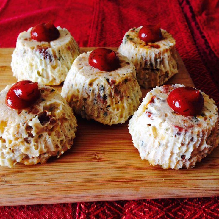 Куриные кексы с вялеными помидорами -    Всё еще готовите банальные котлеты? Тогда мы расскажем вам как разнообразить стол. Куриные кексы с вялеными помидорами - правильный выбор.  #пища #кекс #курица #food #cake #chicken