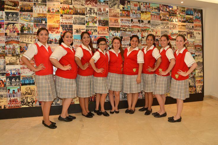 Alumnos de la Escuela Normal que estuvieron en la organización de la Reunión de Exalumnas