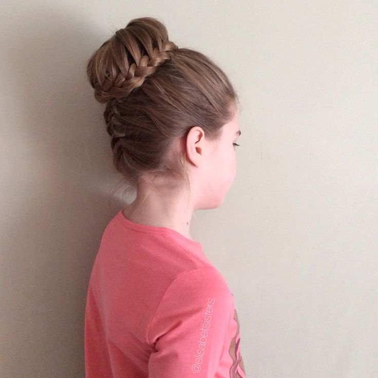 Lacebraided bun with a french braid from the neck @elisabetsisters