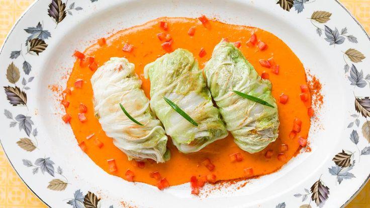 Lekker Oosters: Chinese koolbladeren gevuld met gehakt en rijst   VTM Koken