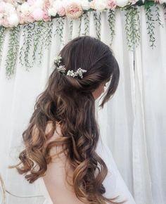 Einfaches Haar tun / halb nach oben halb nach unten Frisur ohne Hitze über Nacht Locken. DIY Hochzeit Haar Inspo / Bohème Hochzeit Haar mit Blumen. Haarideen für mich ...