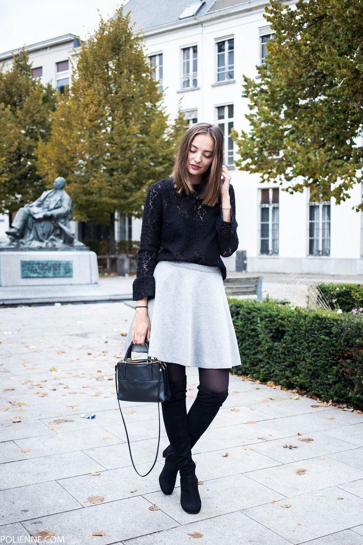 Look sofisticado montado com  bota over the knee + saia clara + blusa de renda