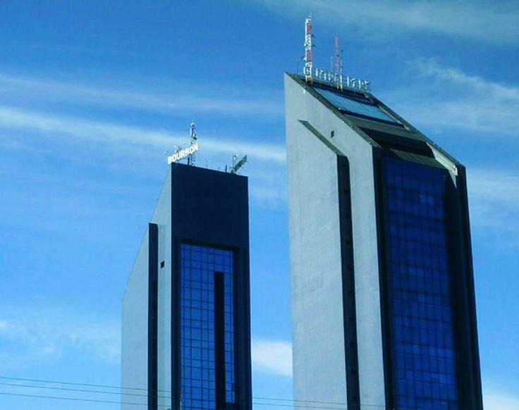 Hotel Bourbon e Shopping Central Park. Avenida Brasil, Cascavel, Paraná.