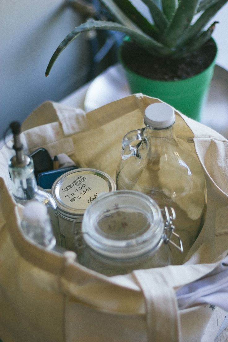 The ultimate Zero Waste shopping kit with Mason jars by Conscious by Chloé. Follow my journey to a simpler, greener and happier lifestyle at http://consciousbychloe.com #consciousby #zerowaste