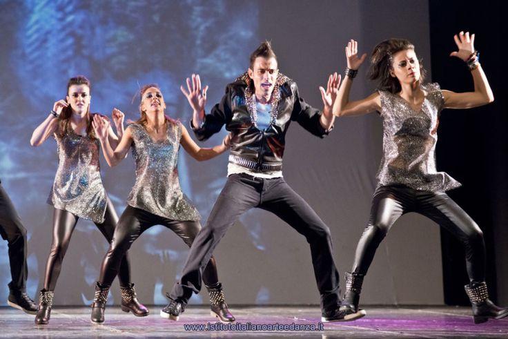 Foto dell'Istituto Italiano Arte e Danza. Giovanni ballerini immortalati durante l'evoluzione di una coreografia...