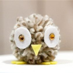 Make this super super cute pompom owl!  Great idea to adapt for different birds as we study each state and its bird!