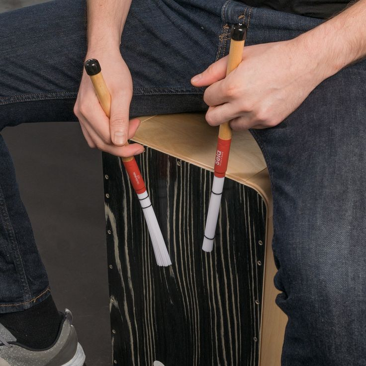 Sela Cajon brushes are essential for all cajon players who want to get the full sound potential out of their instruments. Developed in close cooperation with our Sela artists, the brushes have an excellent practical suitability and are very versatile. The 110 nylon rods of this model are perfect for flexible and nuanced playing techniques. They offer a pleasant sound with a full punch at the same time. With their low weight and excelent balance, the Sela Cajon Brushes 110 provide not only…