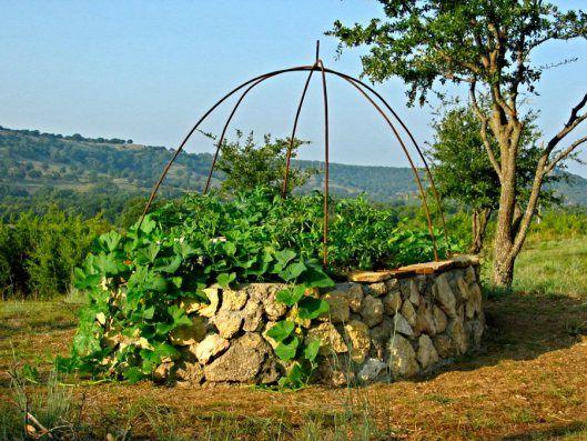 How To Make A Keyhole Garden Keyhole Garden Raised 640 x 480