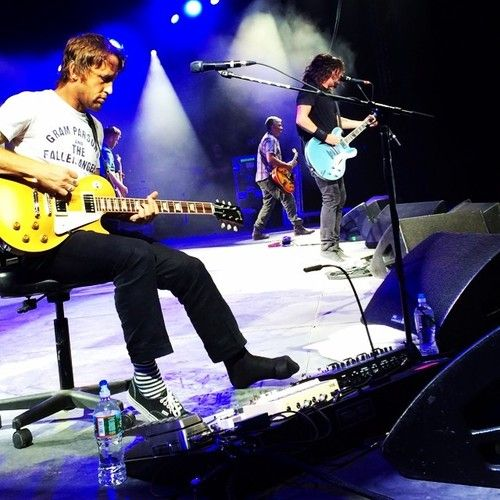 Chris Shiflett and his broken foot Foo Fighters @ firefly