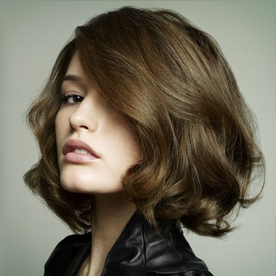 Short wavy hairstyle This sophisticated haircut is attractive to almost any face shape. The level layers are great if you like trying out different hairstyles.