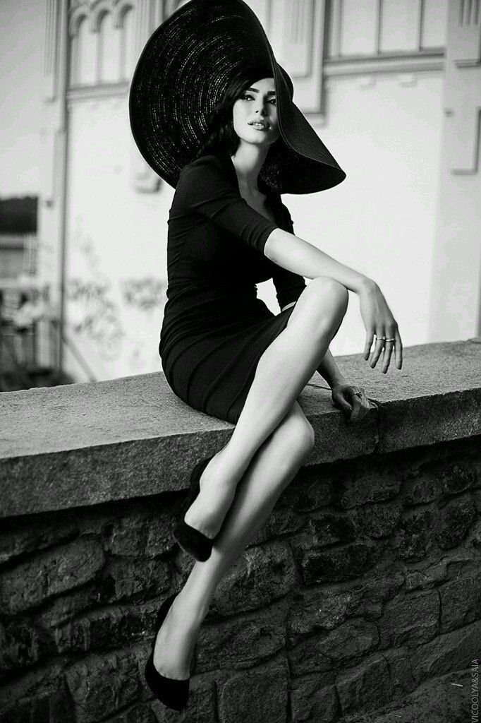 White Black Hat Model Look Ixxx Com 1